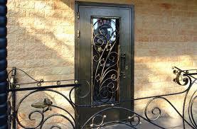 Железные двери с ковкой и прочие дополнения к ним