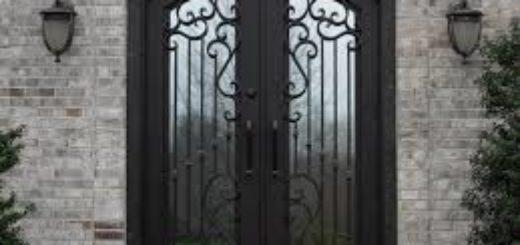 Преимущества входных дверей, украшенных литьем